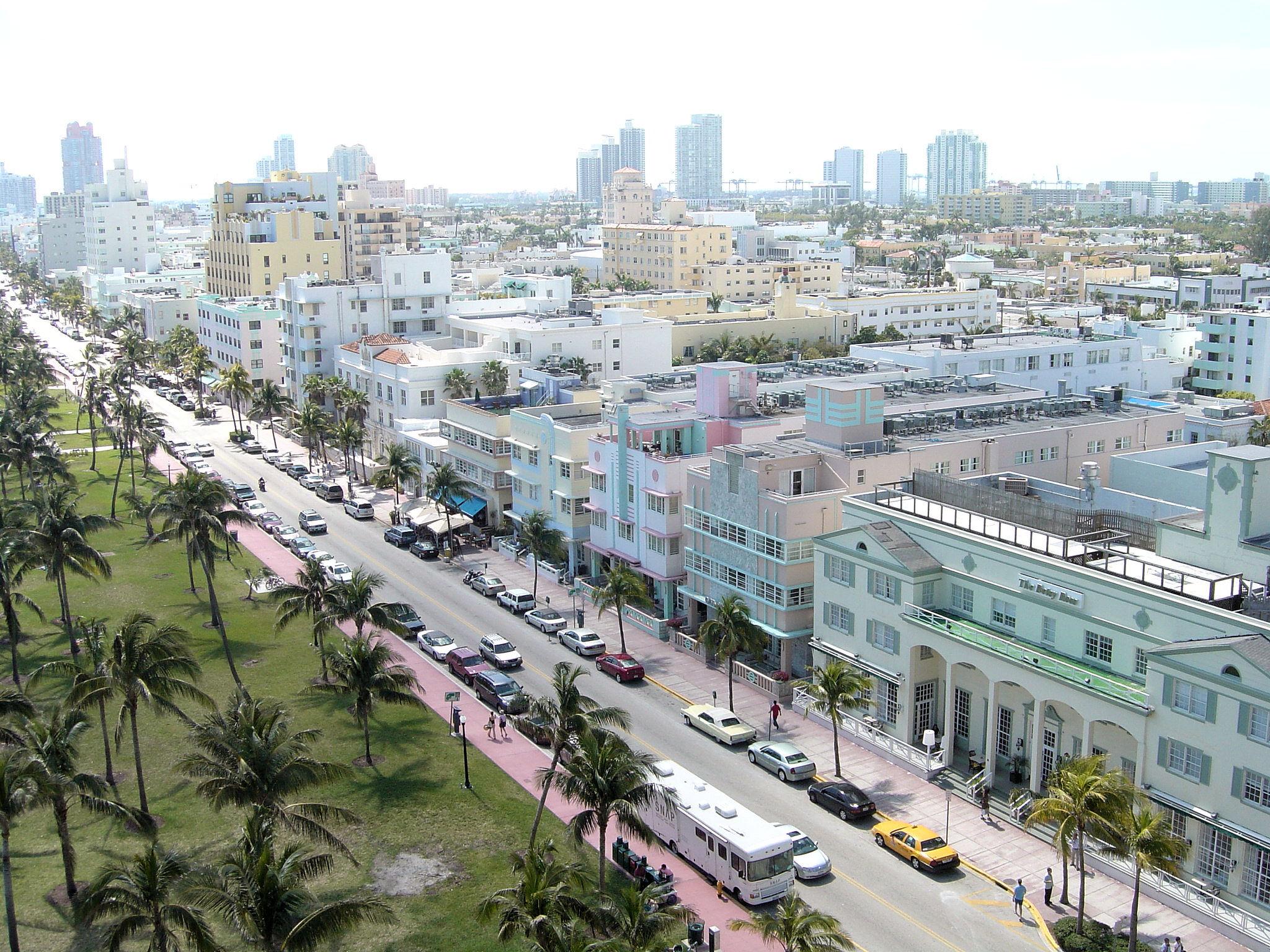Miami Beach, Floryda - słynna Ocean Drive z budynkami w stylu Art Deco